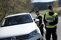 Policisté kontrolovali vozidla u Lískové.