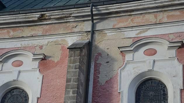 Domažlický arciděkanský kostel potřebuje stavební opravy.