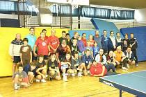 Účastníci turnaje ve stolním tenisu Sokol Open 2011 v Domažlicích.