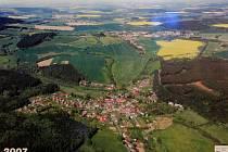 Pec pod Čerchovem, letecký pohled na obec z roku 2007.
