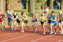 STARTOVNÍ POLE 44. ročníku Chodské 1500 bylo opravdu pestré. Na startovní čáru se postavil mistr České republiky v běhu na 5000 metrů Jan Kreisinger i domažlický Martin Frei, který nakonec skončil šestý.