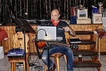 Landa zahrál na narozeninové oslavě dvou rodáků Petra Znamenáčka aZdeňka Blahuta.