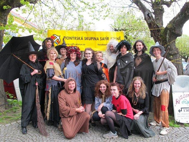 Slet čarodejnic na kdyňském náměstí.