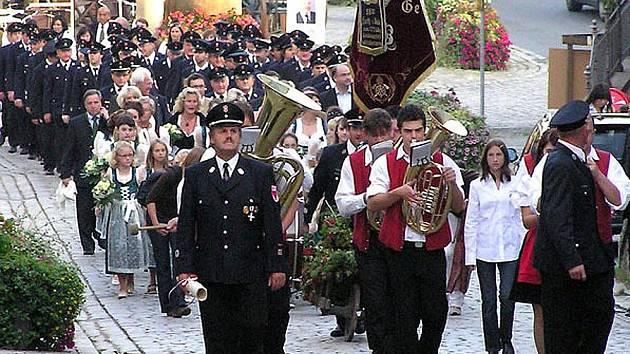 Domažličtí hasiči udržují přátelské vztahy s kolegy z Furthu im Wald, kam jezdí cvičit i na oslavy.