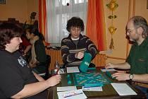 TURNAJE VE HŘE ZVANÉ SCRABBLE se v sobotu v Holýšově zúčastnilo patnáct dospělých a čtyři děti.