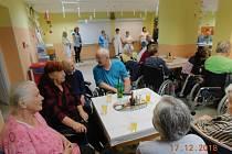 Předvánoční posezení seniorů v Domě pro seniory Černovice.