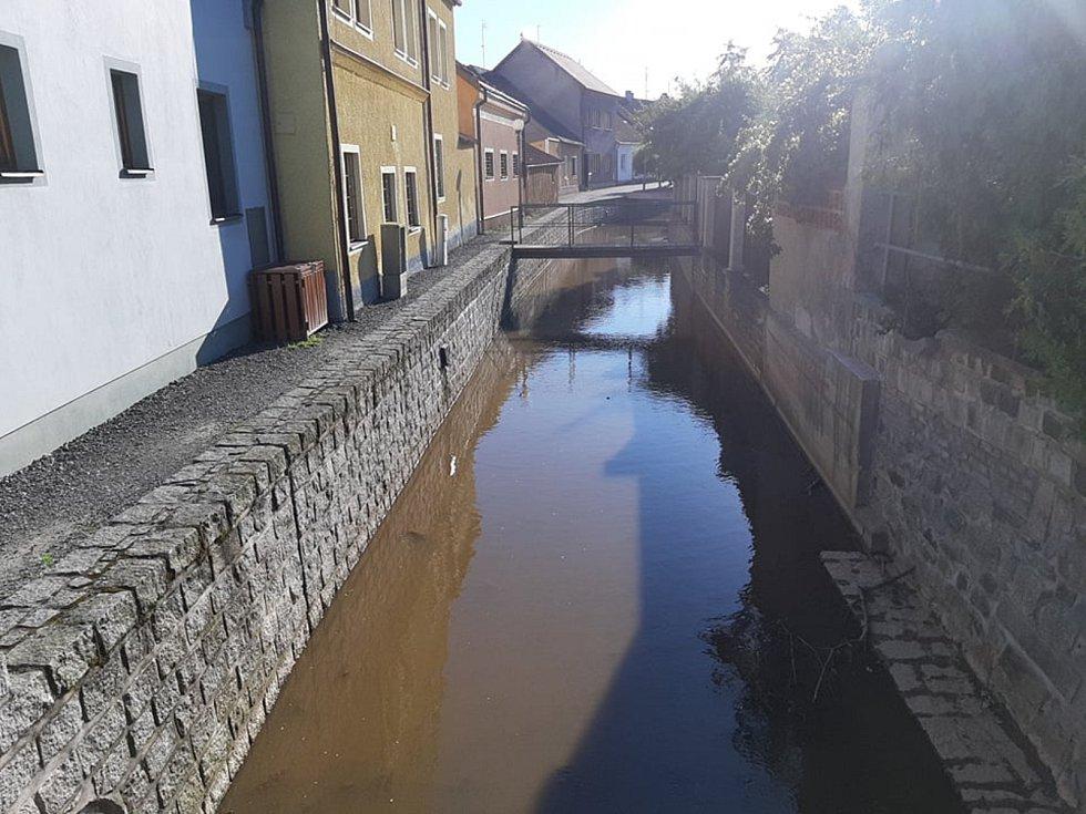 Stav vody v Zubřině v Domažlicích k 2. 7. 2019.