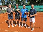 Účastníci tenisového turnaje v Holýšově.
