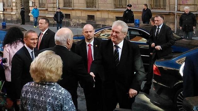 O bezpečí hlavy státu se stará speciální útvar. Jeho členové byli v akci i ve středu v Plzni.