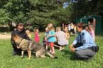 Děti ze Sluníčka si užily policejního psa.