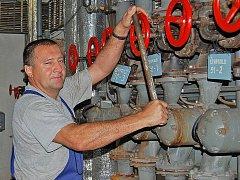 Během odstávky se sice podařilo Josefu Faitovi ´rozpohybovat´ a ve spolupráci s odborníky opatřit novým těsněním soustavu desítek ventilů