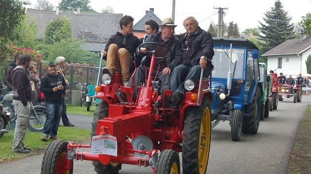 3. ročník Setkání starých traktorů a veteránů v Brnířově.
