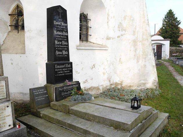 Hrob básníka Rudolfa Mayera v Loučimi.