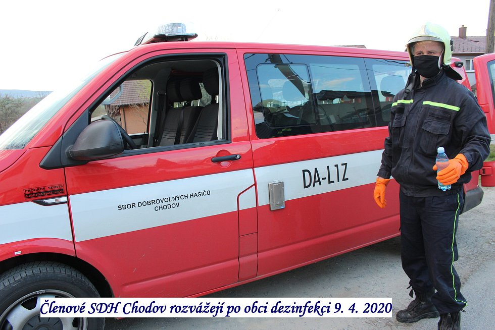 Práce dobrovolných hasičů v Chodově.