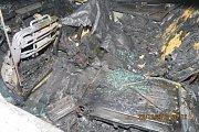Ohořelé vozidlo značky Audi, které jeho majitel ze vzteku na něj  sám zapálil.