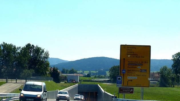 Projeli jsme se po obchvatu Furthu im Wald směrem na Cham. Na snímku podjezd silnice z Furthu do Eschlkamu.