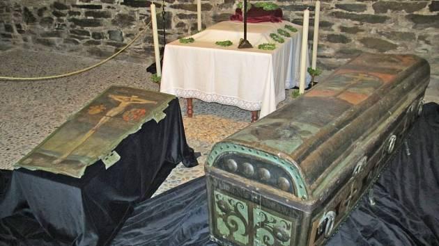 Rakev Anežky z Gutštejna je součástí depozitáře horšovskotýnského zámku. Jde o raritní kus, který není běžně k vidění. Prohlédnout si ho můžete nyní, během vánočních prohlídek na zámku.