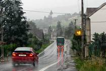 Ve čtvrtek nechali Brnířovští u vjezdu do obce směrem od Klatov nainstalovat radar a kameru. Zařízení pracuje  24 hodin denně a neúnavně sleduje, jakou rychlostí jedou řidiči. Kupodivu jen pár hodin zde stačilo k tomu, aby se řidiči ´umravnili´.