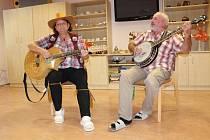 Seniorské odpoledne se konalo v jídelně penzionu v ulici Prokopa Velikého.