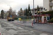 V Mánesově ulici stavbaři dokončili přestavbu parkovacích míst a další úpravy.