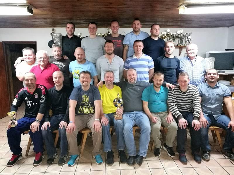 Úspěšná generace bělského fotbalu se sešla u příležitosti oslav ´Nikiho´ narozenin.