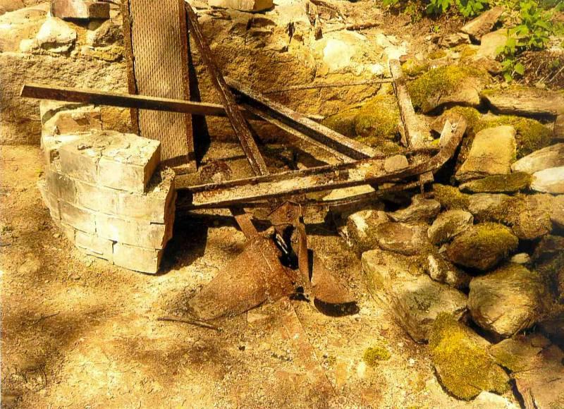 V zaniklé příhraniční obci Lučina bylo při vykopávkách nalezeno hodně předmětů, které jsou dokladem tamního života.