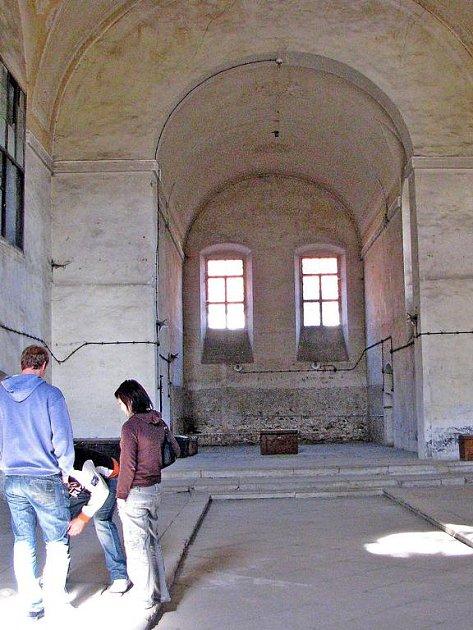 Najít využití pro klášter je těžké. Město chce v lodi kostela vybudovat smuteční síň a v dalších částech kláštera umístit základní uměleckou školu a městskou knihovnu.
