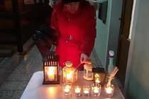 Rozdávání Betlémského světla v Libkově.