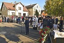 Slavnostní odhalení pamětních desek se jmény spoluobčanů padlých v I. světové válce v Pocinovicích.