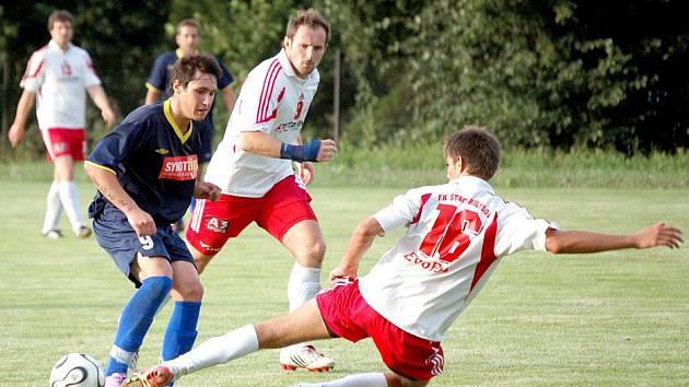 Přípravné utkání divizní Jiskry Domažlice s vloni třetím celkem krajského přeboru FK Holýšov viděli diváci v Mrákově.