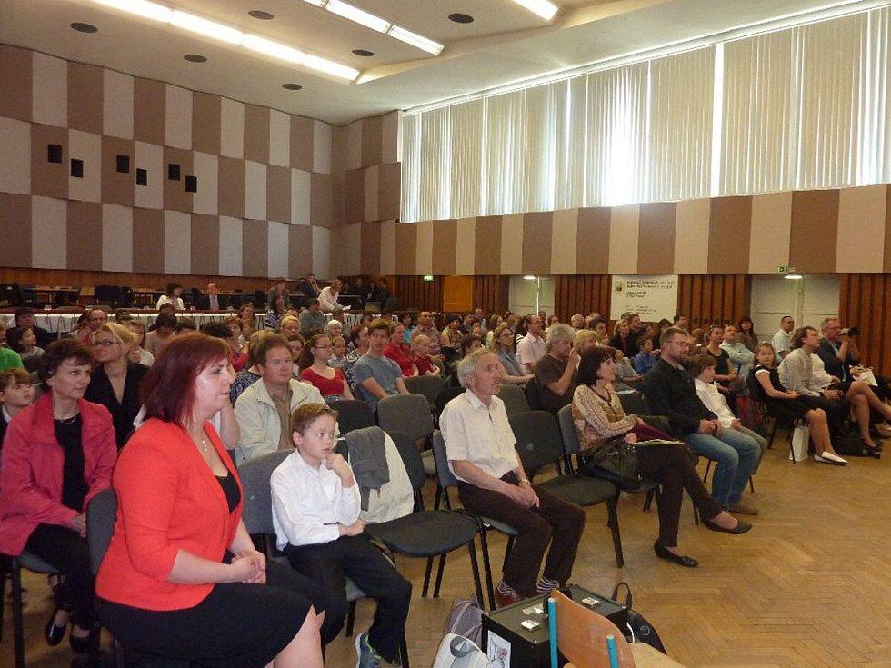 Mladí akordeonisté ze ZUŠ Kdyně na soutěži v Plzni.