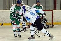 Kanonýr HC Tempo Staňkov Petr Hoffman (na snímku z duelu se Stříbrem) se v utkání s HC Myslinka prosadil dvakrát.