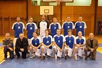Společný snímek basketbalistů Jiskry Domažlice A ze závěru roku 2013.