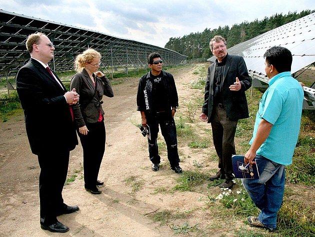 Brazilci si v rámci své návštěvy České republiky prohlédli i solární park v Holýšově.