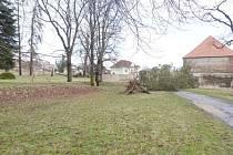 Zámecký park je kvůli padajícím stromům uzavřen.