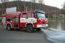 TATRU 815 CAS 24 z roku 2006 chtějí Kdyňští za tři miliony korun prodat. Zájem o ni projevila obec Vejprnice.
