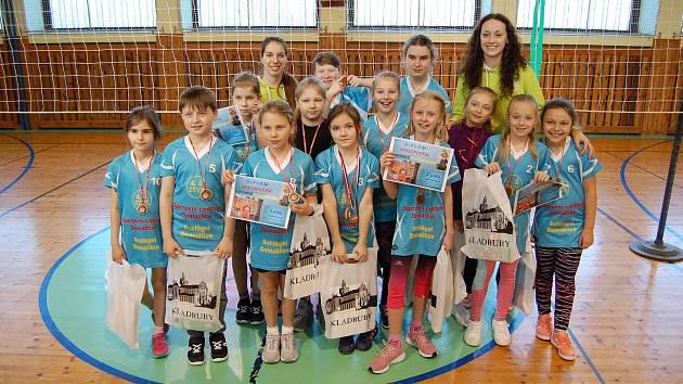 Nejmenší členové Domažlic si užili turnaj v oranžovém minivolejbale.