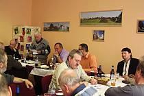 Členové svazku Domažlicko na své poslední letošní schůzi ve Velkém Malahově.