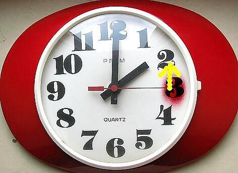 Na neděli 31. října budeme spát o hodinu déle. Ručička hodin se ve tři vrátí na druhou hodinu.