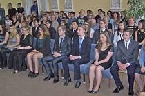 Absolventi GJŠB v obřadní síni domažlické radnice.