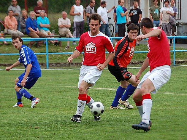 Fotbalisté Spartaku Klenčí uspěli v derby v Postřekově.