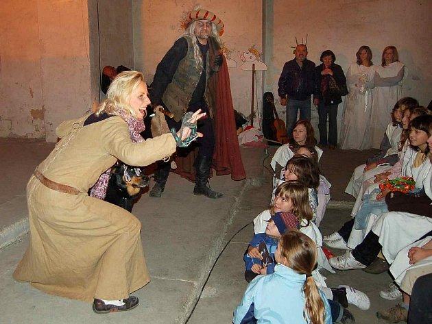 Oživlá doba minulá a strašidla známá i neznámá v kapucínském klášteře v Horšovském Týně.