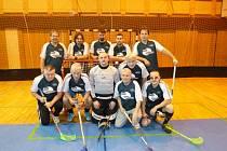 Florbalová stará garda SKP Domažlice, tým s nejvyšším věkovým průměrem na turnaji veteránů v Domažlicích.