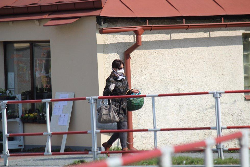 Domažlice v době karantény. Bez roušky je vidět málokdo.