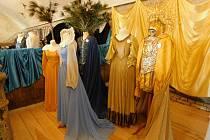 Z výstavy kostýmů v horšovskotýnském zámku.