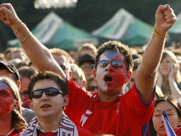 Spousta Čechů fandí fotbalu