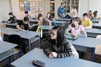 Chvíle před začátkem přijímacích zkoušek na domažlickém gymnáziu.