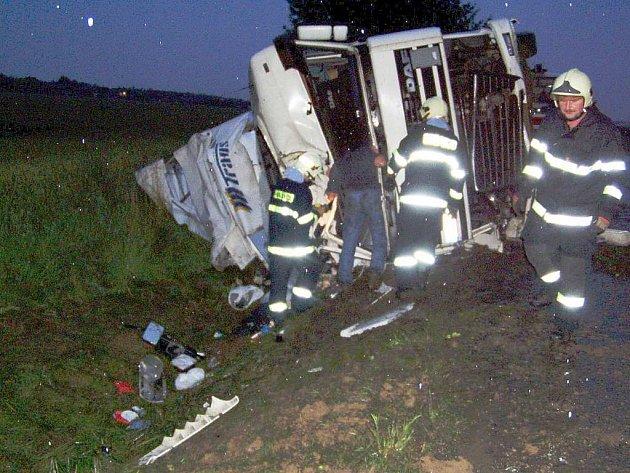 U nehody kamionu zasahovali hasiči