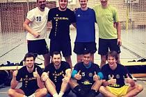 Na fotce stojí zleva: M. Škorvánek, M. Kiesenbauer, J. Hrubý, J. Brabec. Dole zleva: J. Ekstein, O. Mazanec, Pham T. A., O. Kupilík.