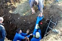 Z opravy havárie vodovodu na sídlišti v Palackého ulici v Domažlicích.